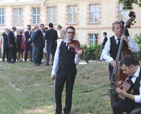L'orcestre en trio jazz manouche dans un chateau (78)