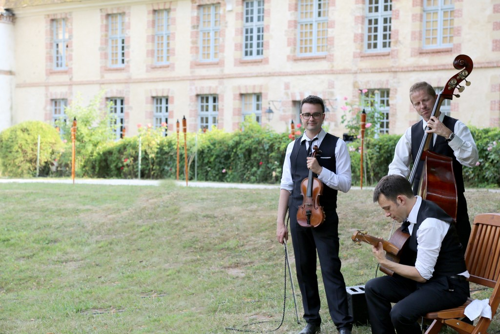 Groupe de jazz Just for Cab en trio violon, guitare et contrebasse